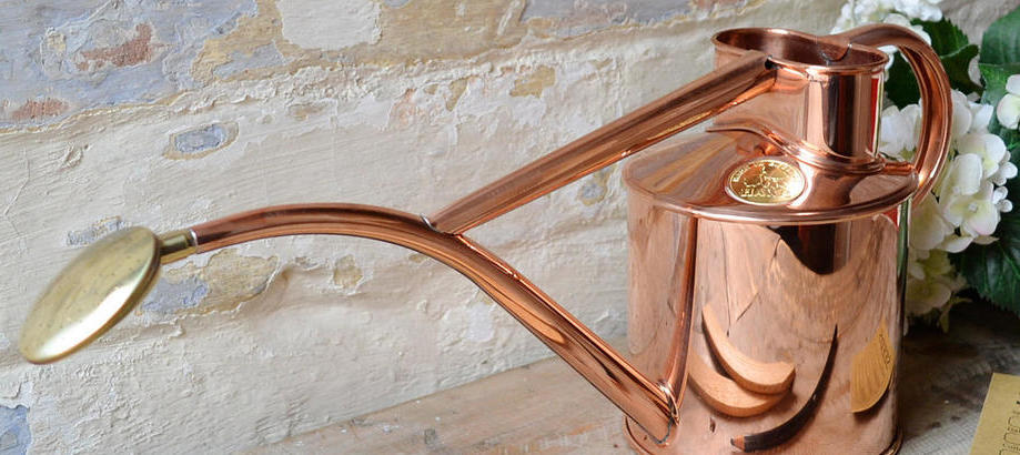 Header_for-the-gardener-gifts-for-mum-haws-copper-watering-can