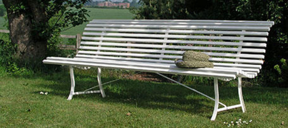 Header_outdoor-furniture-restful-benches-louisianne