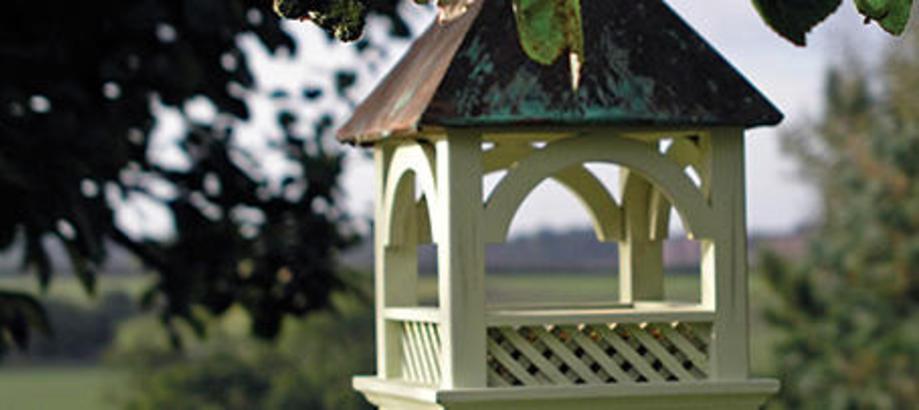Header_garden-friends-bird-feeders-hanging-bempton