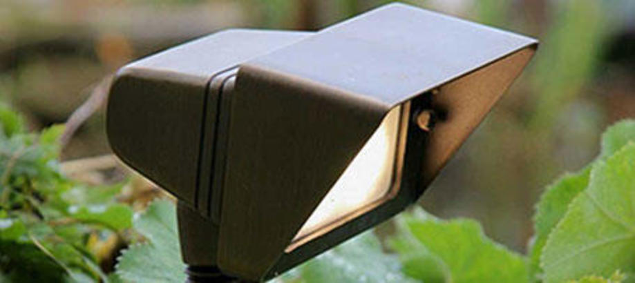 Header_outdoor-lighting-bronze-bronze-plug-go-flood