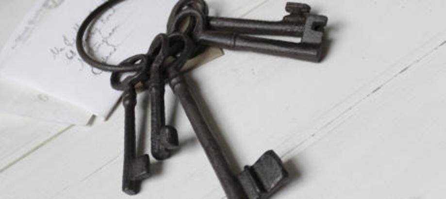 Header_under-10-cast-iron-keys