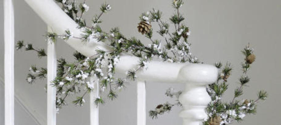 Header_garden-art-decor-christmas-nordic-christmas-snowy-spruce