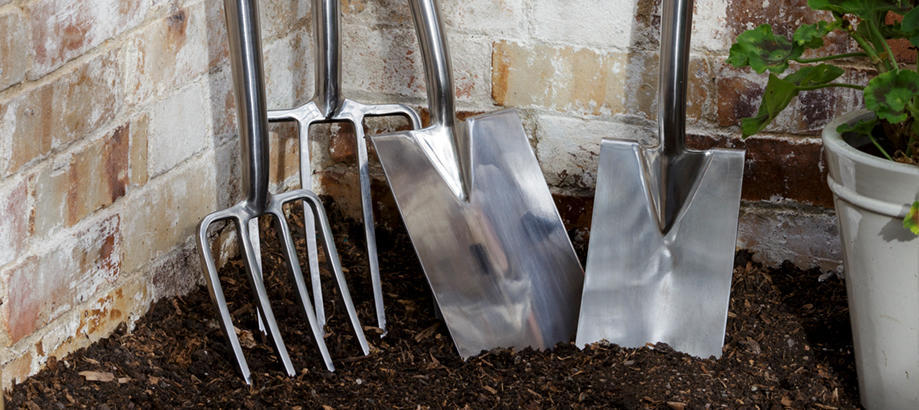Header_for-the-gardener-garden-forks-and-spades-burgon-and-ball-spades