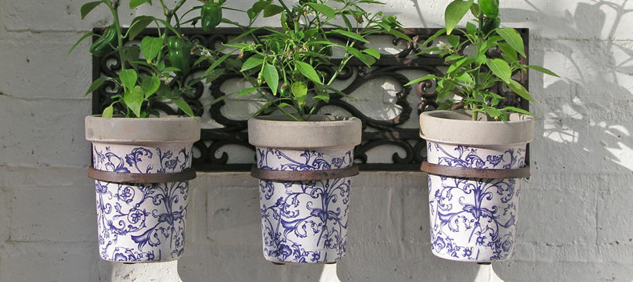 Header_for-the-gardener-garden-room-3-ceramic-pots