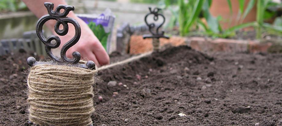Header_for-the-gardener-main-image-antiqued-garden-line-