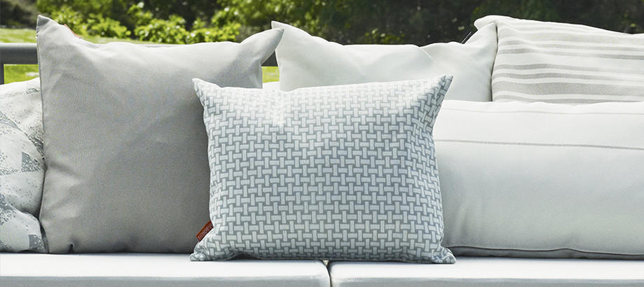 Header_outdoor-furniture-scatter-cushions-skagerak-cushions