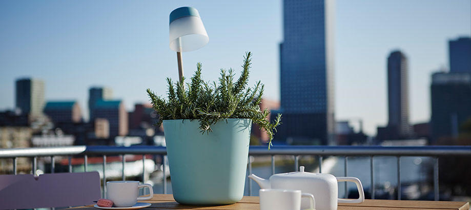 Header_outdoor-lighting-solar-lighting-elho-planter