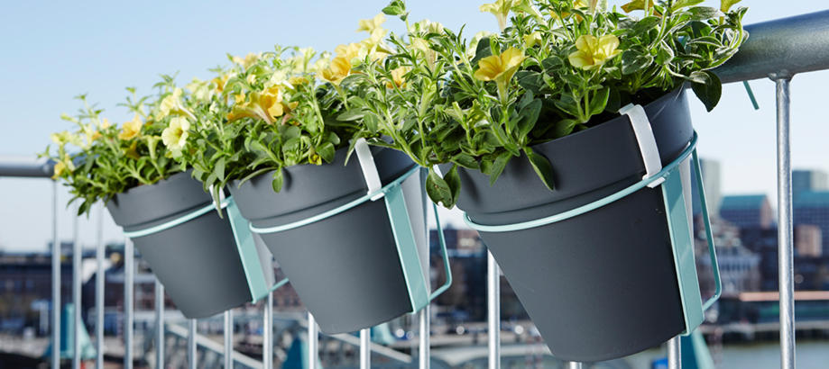 Header_plant-stuff-pot-stands-and-containers-balcony-hanging-planter