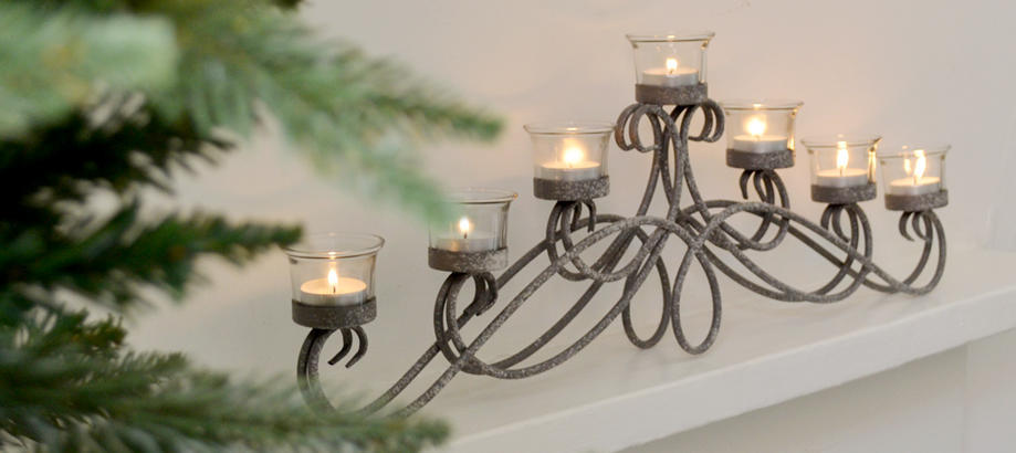 Header_alfresco-living-christmas-table-antique-arch-tealight-holder