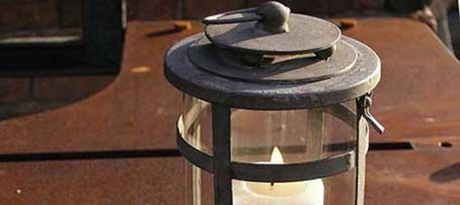 Header_garden-art-decor-shed-chic-round-lantern