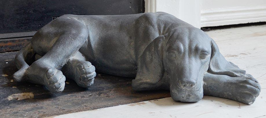 Header_garden-art-and-decor-concrete-concrete-resting-dog