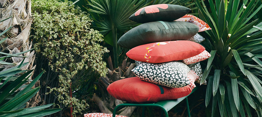 Header_outdoor-furniture-cushions-and-throws-vartious-fermob