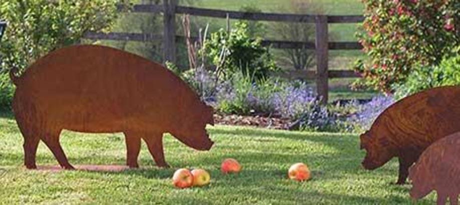 Header_garden-art-decor-rusty-pigs