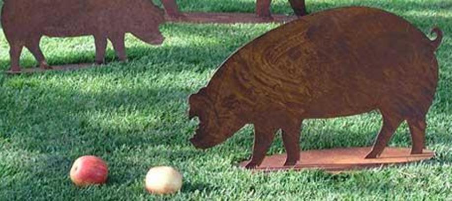 Header_garden-art-decor-orchard-garden-decor-rusty-pigs