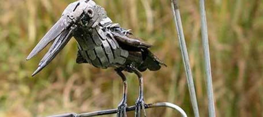 Header_garden-art-decor-near-ponds-kingfisher