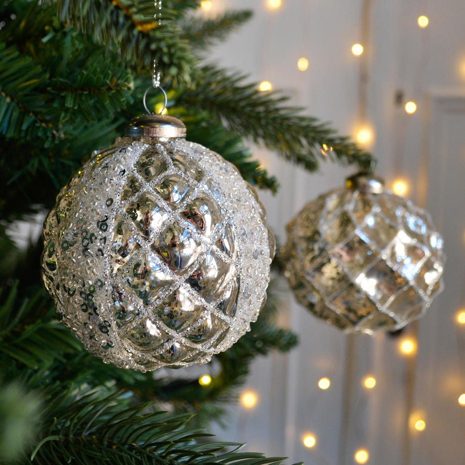 Diamond Pattern Hanging Baubles