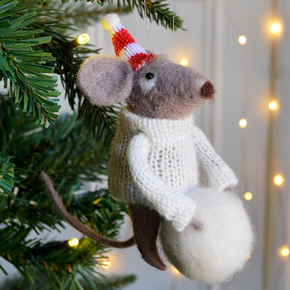 Festive Mouse with Huge Snowball