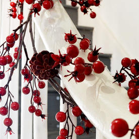 Cranberry Garland With Cones