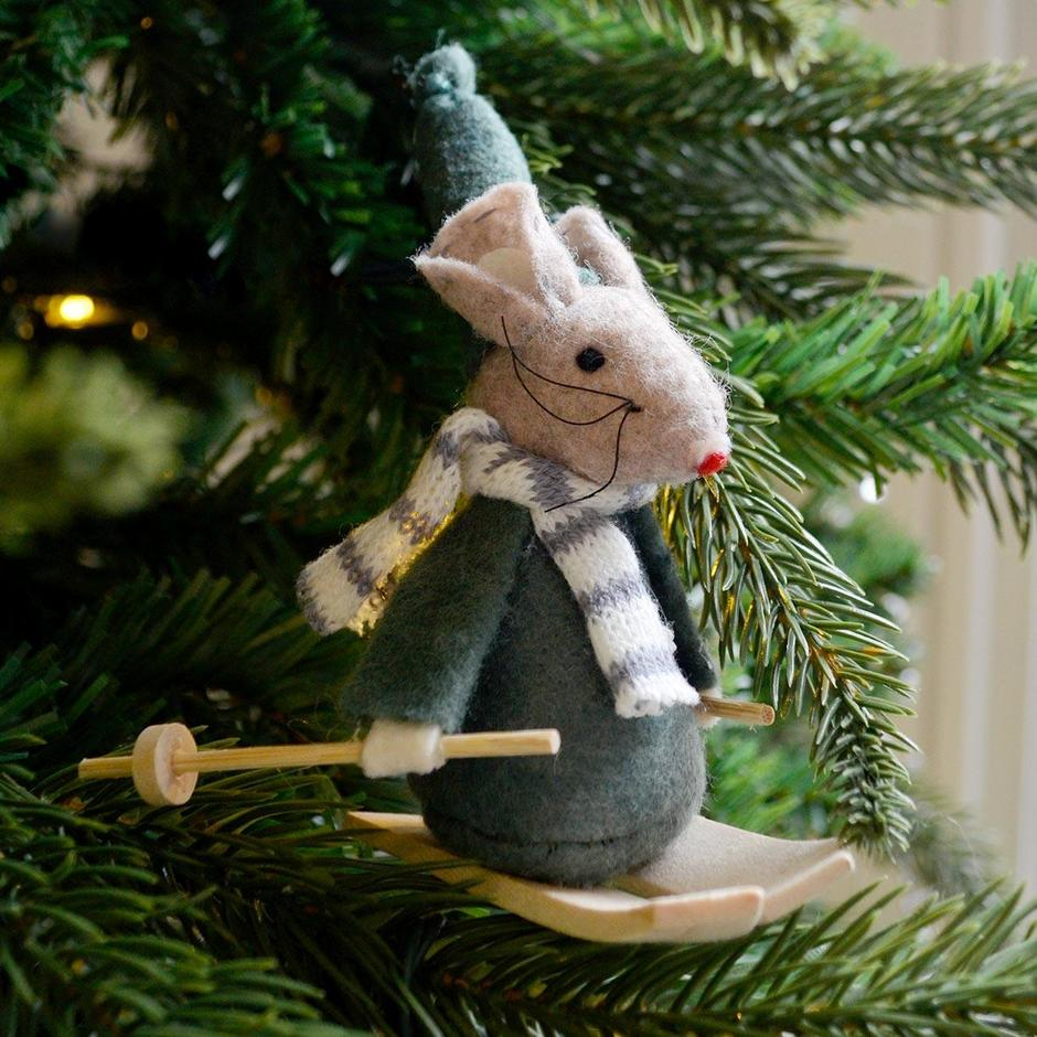 Mouse on Skis