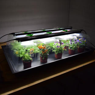 Geopod Propagator with Integrated Lights.