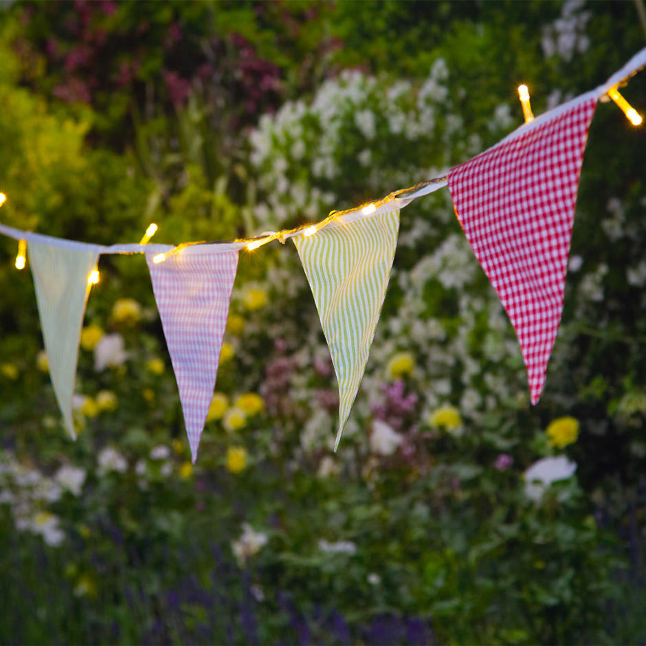 Village Bunting with 30 Solar LED Bulbs