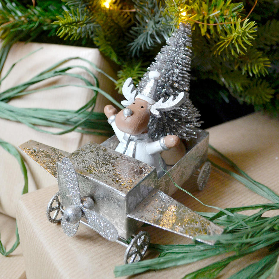 Chocks away! Reindeer