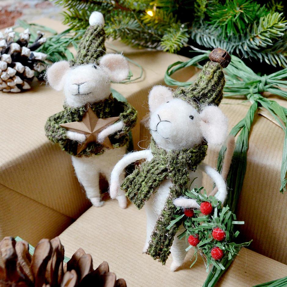 Carol Singing Christmas Mice