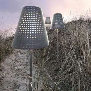 Fuse Outdoor Light with Spike