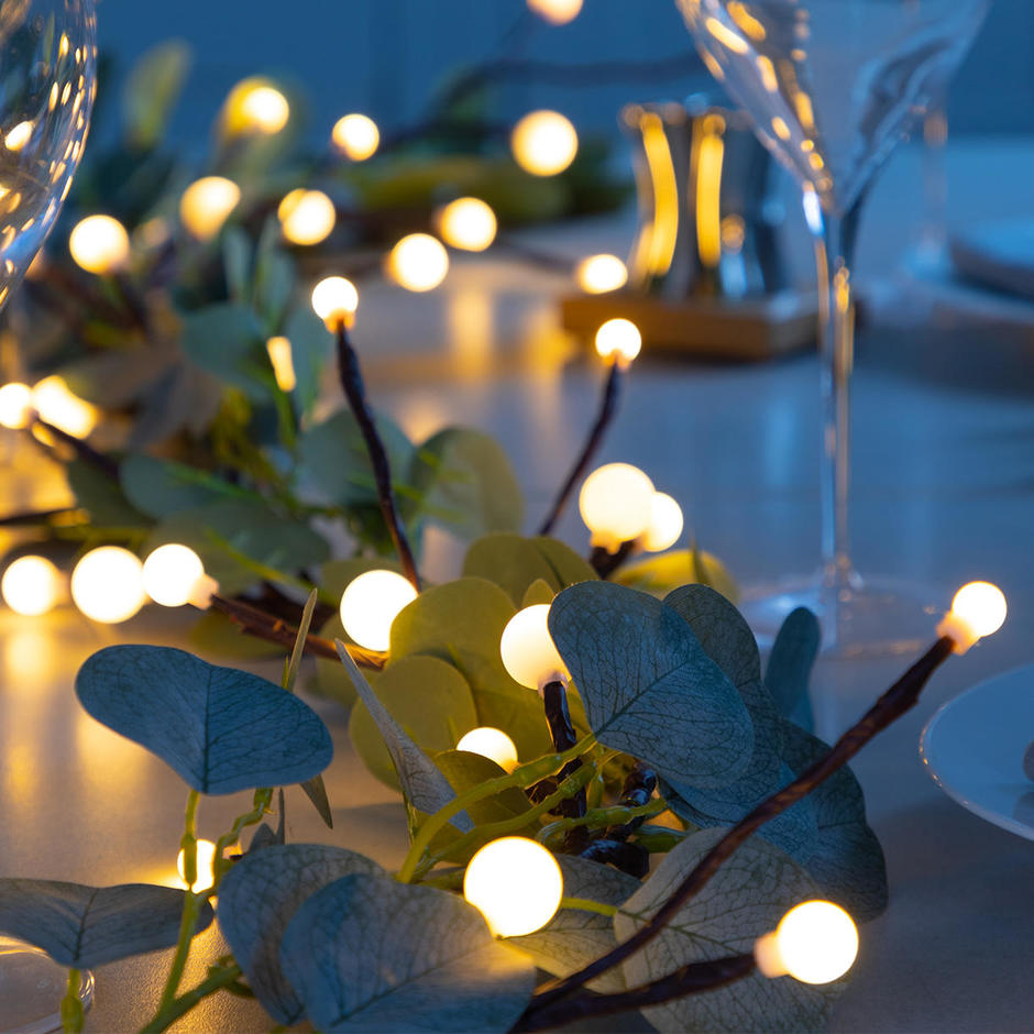 LED White Berry and Eucalyptus Twig Garland