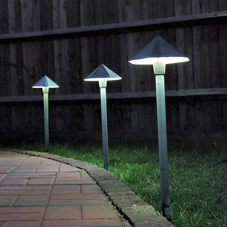 Garden Zone Bronze Plug & Go Pagoda Light
