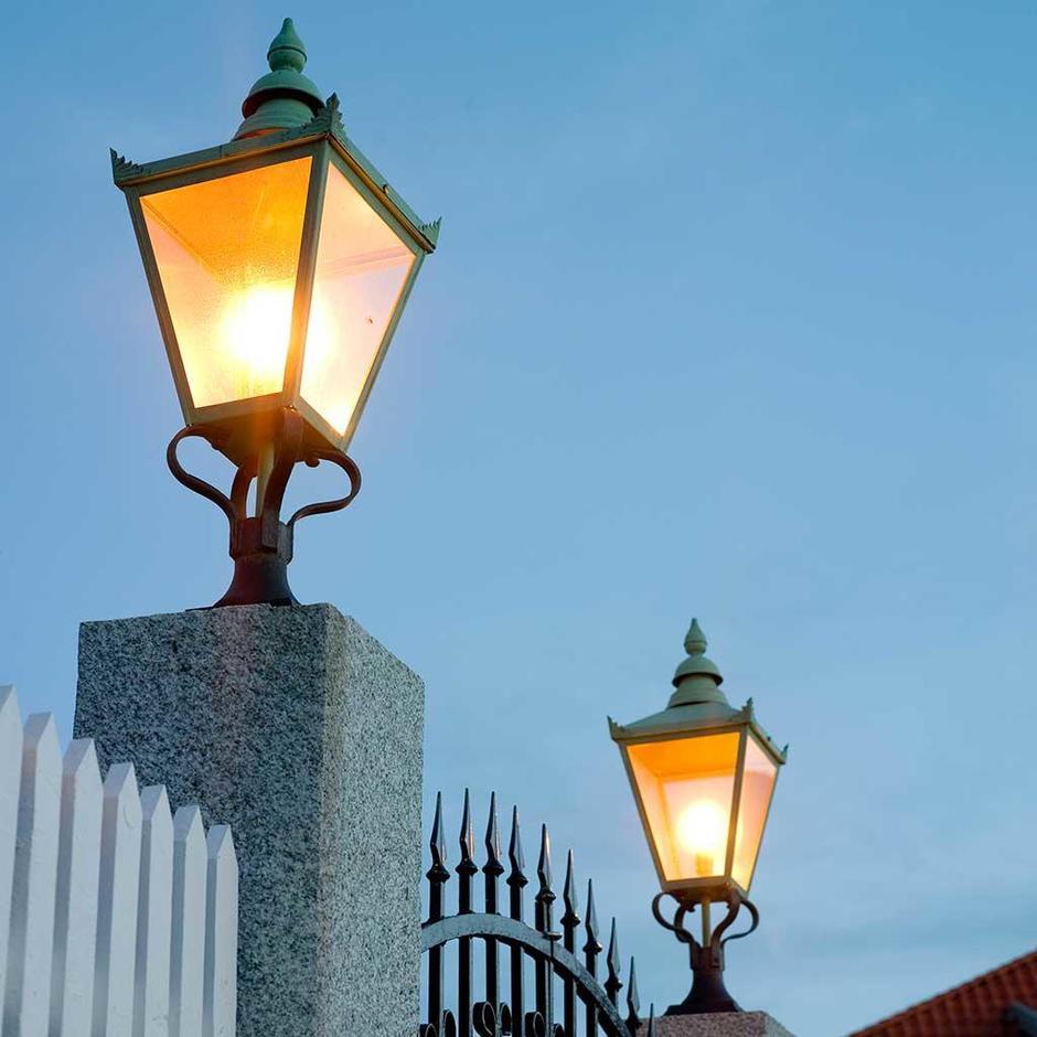 Chelsea Grande Outdoor Pedestal Lantern
