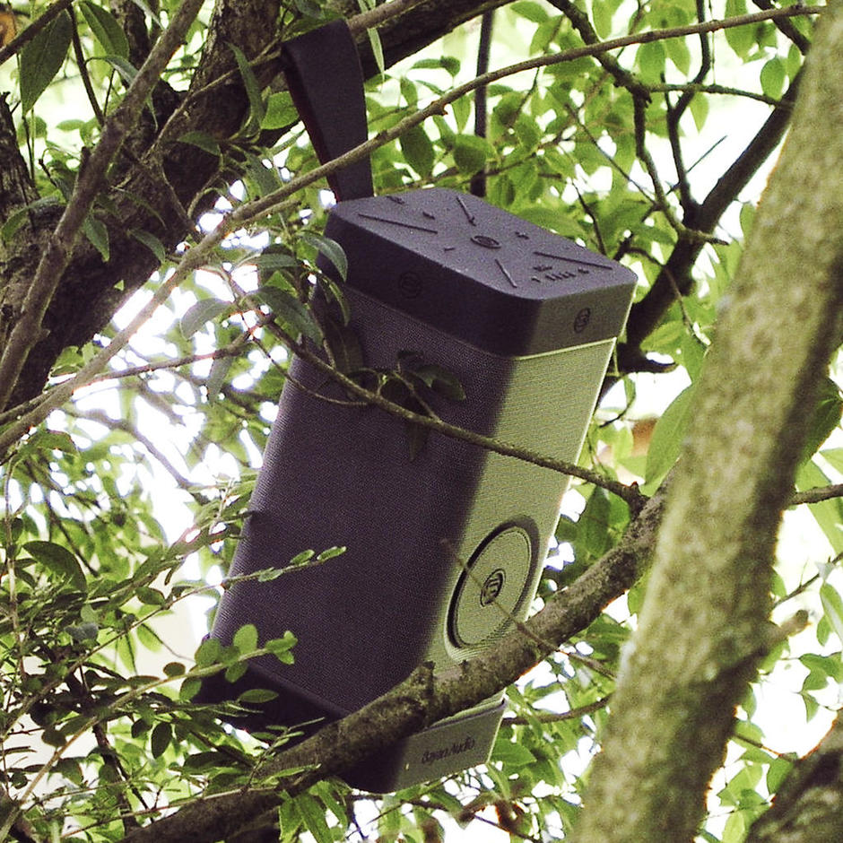 Home_main_twtt-soundscene-3-wireless-outdoor-speaker-ls-in-tree