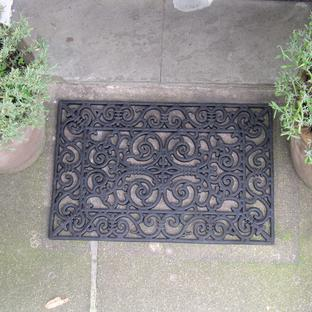 Classic style doormat