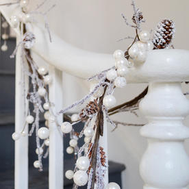 White Berry and Pearl Garland