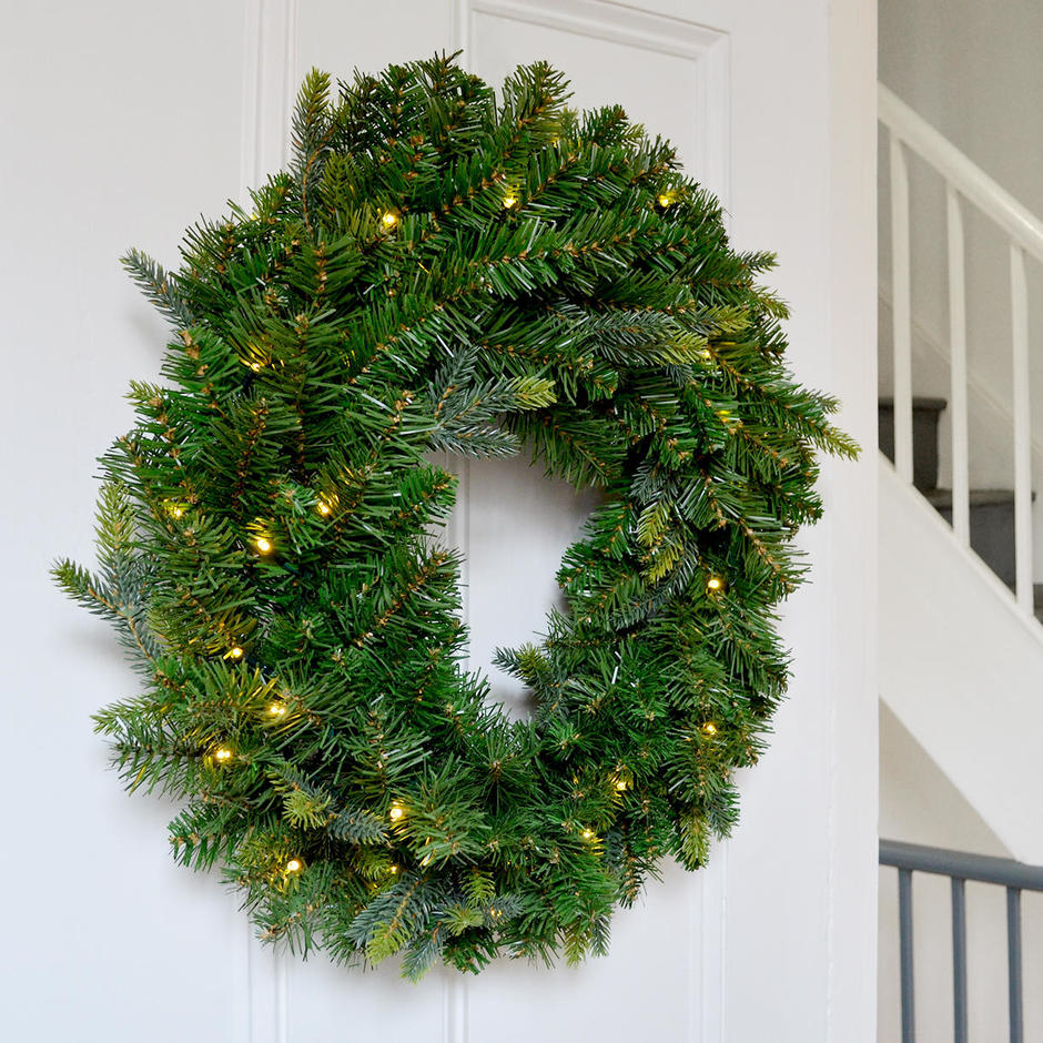 Saint Moritz Faux Pine LED Battery Lit Wreath