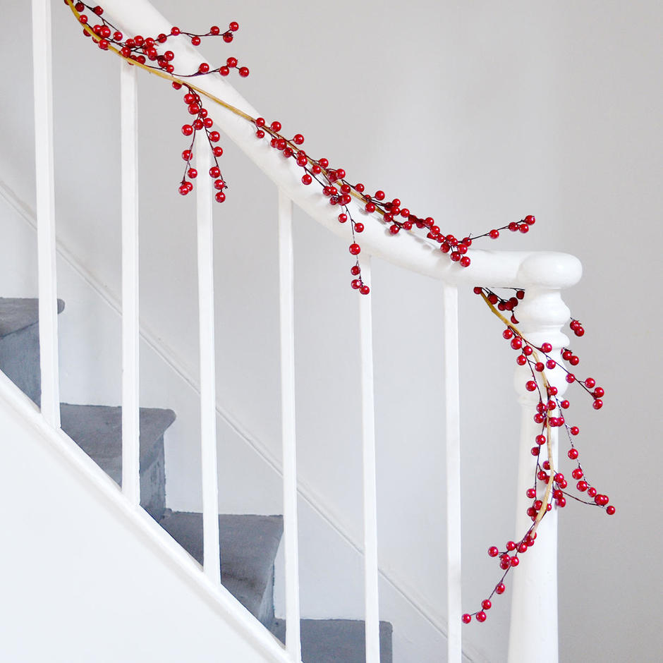 Red Berry Outdoor Garland