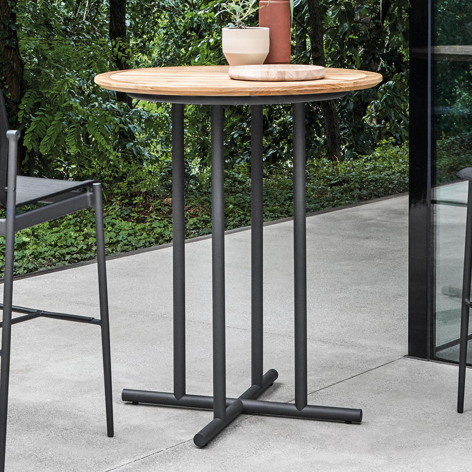 Whirl Round Outdoor Bar Table
